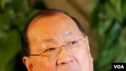 Menteri Keuangan Tiongkok Jin Renqing dipecat tahun 2007, akibat punya 'hubungan khusus' dengan mata-mata Taiwan.