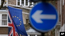 2016年2月17日伦敦欧罗巴之家欧盟和英国旗帜