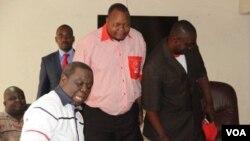 Reacting to Mangoma's remarks, MDC-T spokesman Douglas Mwonzora says Tsvangirai is fit to lead his party and Zimbabwe. (File Photo)