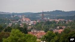 نمایی از شهر وائوبژیخ در لهستان در نزدیکی محلی که گمان می شود قطار گنج مخفی شده است.