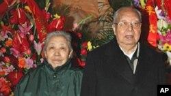 华国锋夫妇2006年12月26日参加毛泽东生辰纪念仪式
