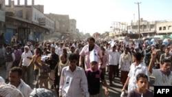 Hàng ngàn người ủng hộ Phong trào ly khai miền Nam tuần hành ở 1 thị trấn miền nam Yemen, 12/12/2010