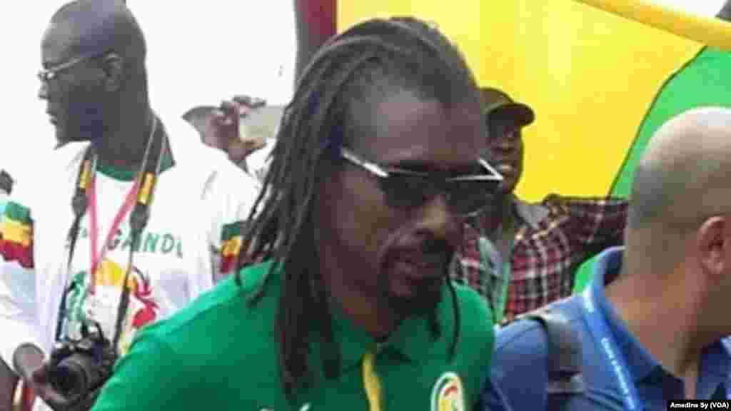 Aliou Cissé na Gabon. (VOA/Amedine Sy)