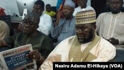Sakataren Kungiyar Kiristocin Najeriya Rabaran Musa Asake da Shugaban Kungiyar IZALA Shaikh Abdullahi Bala Lau a wurin kallon majigin da VOA ta shirya akan Boko Haram