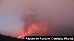 O vulcão do Fogo entrou em erupção a 22 de Novembro.