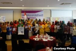 Caleg perempuan menyampaikan deklarasi anti hoax untuk Pemilu damai.(Foto courtesy: IDEA)