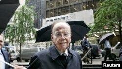 Murdoch, de 81 años, se encuentra afronta una delicada situación por el escándalo que obligó a cerrar el popular dominical News of the Word.