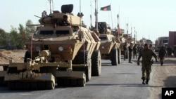 阿富汗政府军军人和车辆(2014年10月18日)