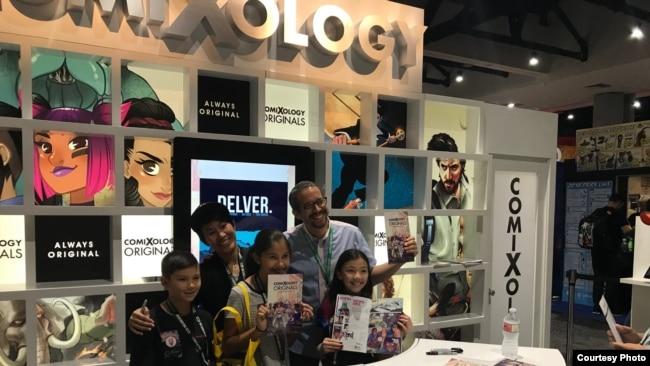 Komikus Alti Firmansyah dan penulis Sam Humphries, bersama fans di acara Comic Con 2018 (Dok: Alti Firmansyah)