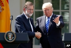 President Donald Trump shakes hands with Spanish Prime Minister Mariano Rajoy at the conclusion of a news conference in the Rose Garden of the White House in Washington, Sept. 26, 2017.