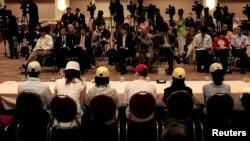 지난 2006년 5월 미국 캘리포니아주 로스앤젤레스에서 북한인권법에 의거해 난민 자격으로 입국한 탈북자들이 기자회견을 하고 있다.