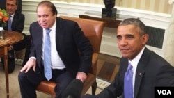 Presiden AS Barack Obama (kanan) menerima Perdana Menteri Pakista Nawaz Sharif di Gedung Putih, Kamis (22/10).