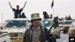 Libijski pobunjenici u povlačenju
