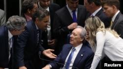 參議院辯論持續到周三凌晨的巴西參議院投票同意開始對深陷困境的羅塞夫總統進行彈劾審訊。