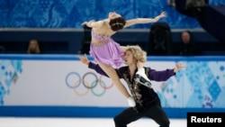 美国的戴维斯与怀特以精湛表演赢得美国历来首枚冬奥冰舞金牌。