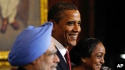 U.S. President Barack Obama, centre, is joined by India's Prime Minister Manmohan Singh, left, and the Speaker of the Lower House of Parliament Meira Kumar at Parliament House in New Delhi, 08 Nov 2010.