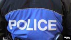 El criminal escapó caminando y se piensa que fue herido por uno de los policías que trataba de defenderse.