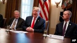 川普週三上午宣布將簽署行政令解決未成年非法移民與父母被分隔的問題