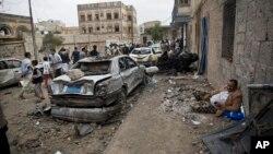 也門首都薩那的街道﹐被沙特阿拉伯領導的空襲後。