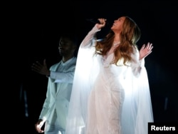 Beyonce performs at the Grammys.