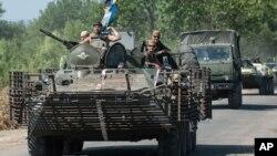 Un convoy ruso se trasladó el viernes a la frontera bajo un supuesto acuerdo con la Cruz Roja, pero se detuvo eventualmente.