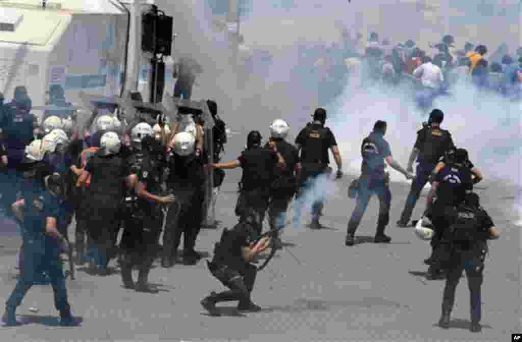 სტამბოლში პოლიციასა და დემონსტრანტებს შორის შეტაკება მოხდა.