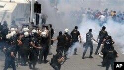 Polisi huru-hara Turki bentrok dengan demonstran di Istanbul (31/5).