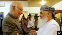 Pakistani official Sartaj Aziz (left) with Afghan Energy Minister Ismail Khan in Islamabad, Pakistan, Sept. 18, 2013.
