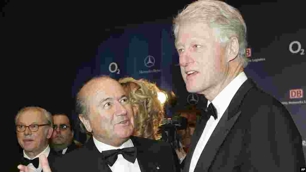 """FIFA President Sepp Blatter, left, and former U.S. President Bill Clinton pose prior to the award ceremony of the German """"Bambi 2005"""" media awards in Munich, southern Germany, Thursday, Dec. 1, 2005. Clinton was to receive a """"Bambi"""" prize for his charita"""