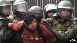 Foto achiv manifestasyon etidyan nan Chili