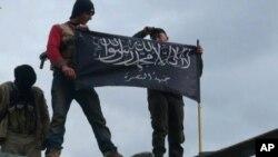 El-Kaide bağlantılı Nusra Cephesi militanları