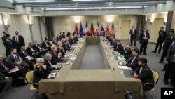 Iran hồi năm ngoái đã đạt thoả thuận với Mỹ, Anh, Trung Quốc, Pháp, Nga và Đức để cắt giảm các hoạt động hạt nhân của họ, đồng thời trấn an những quan tâm rằng nước này đang tìm cách chế tạo vũ khí hạt nhân.