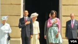 Predsjednik SAD Barack Obama i prva dama Michelle u vrtu Buckinhamske palače pozdravljeni su 41 topovskim plotunom i intoniranjem američke himne