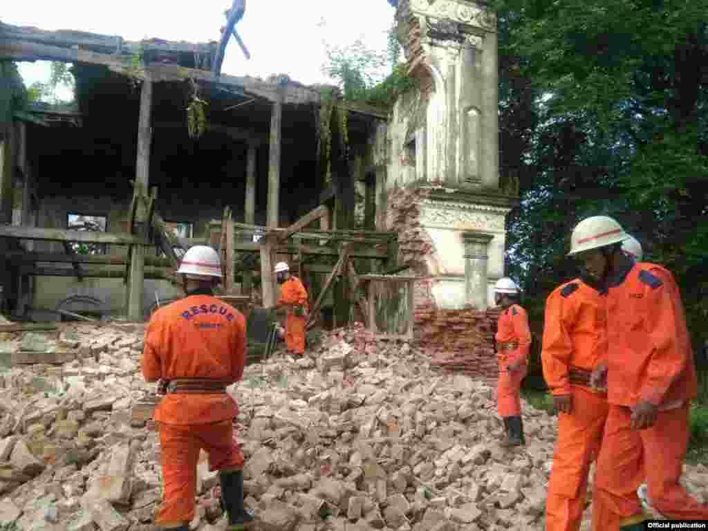 ေတာင္တြင္းႀကီး ႏွစ္ ၁၅၀ေက်ာ္ ရဟန္းမေနဘုန္းႀကီးေက်ာင္းၿပိဳက် (Myanmar Fire Services Department)