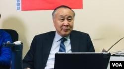 知名香港活动人士、企业家袁弓夷星期一开始在南加州短暂停留期间,与当地部分中国民主倡导人士见面。(美国之音2021年1月25日)