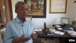 Chang Youk, director of DC-Cam, talks to VOA Khmer about national reconciliation at his office in Phnom Penh, Cambodia, August 08th, 2016. (Neou Vannarin/VOA Khmer)