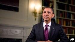 سهرۆک ئۆباما له دهمی تۆمارکردنی وتاری ههفتانهی خۆی، ههینی 15 ی دهی 2010