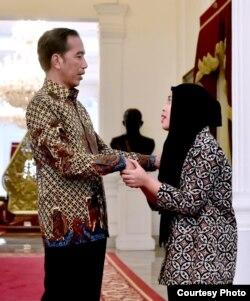 Siti Aisyah diterima oleh Presiden Joko Widodo di Istana Merdeka, Jakarta Selasa (12/3) (Biro Pers Setpres RI).