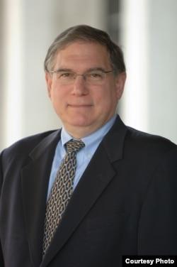 美国国立卫生研究院(NIH) 常务副院长塔巴克(Lawrence Tabak)