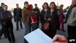 Người Belarus xếp hàng mua ngoại tệ ở Minsk, Belarus, Thứ Tư 25/5/2011