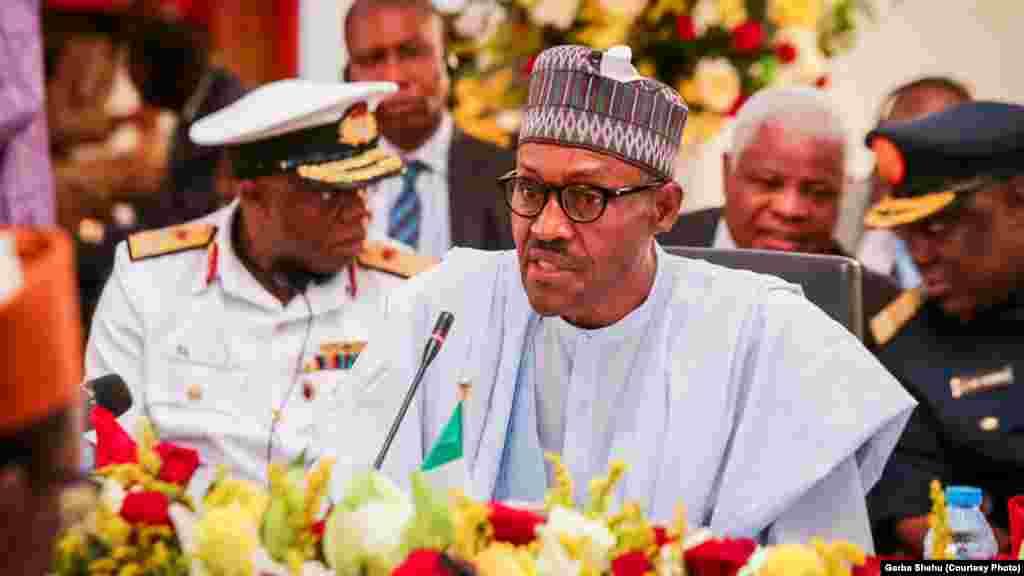 Shugaba Muhammadu Buhari na Najeriya, yana jawabi a taron Hukumar tabkin Chadi a Abuja