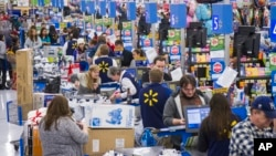 Suasana belanja akhir tahun di toko retail Walmart, Bentonville, Arkansas (Foto: dok).