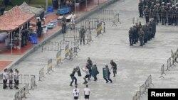 تمرین ویژه پلیس چین برای کنترل تظاهرات، که در ورزشگاه شنزن برگزار شد - ۲۵ مرداد ۱۳۹۸