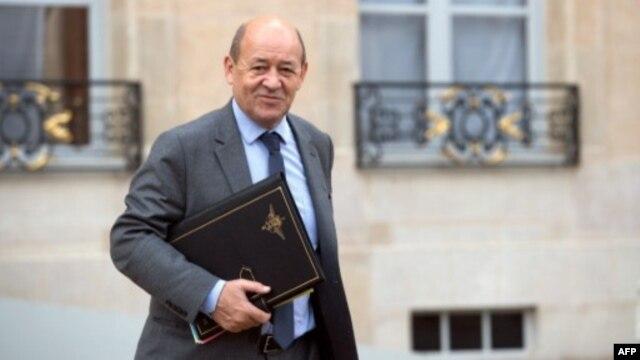 Menhan Perancis Jean Yves-Le Drian menyalahkan kelompok Boko Haram atas penculikan 7 warga Perancis di Kamerun (foto: dok).