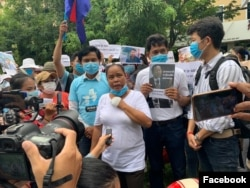 Protesters appeal to Japan and Germany embassies to help the release of jailed Rong Chhun, president of Cambodia's Independent Teachers' Association, and other activists in Phnom Penh, Cambodia, on September 1, 2020. (Courtesy of ADHOC-Cambodia's Facebook page)