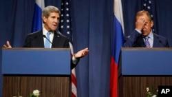 El secretario de Estado, John Kerry (izq.), sostuvo una reunión en Ginebra con su contra parte rusa, Sergei Lavrov.