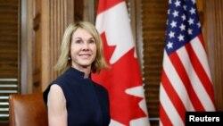 کینیڈا میں امریکہ کی سفیر کیلی کرافٹ جنہیں صدر ٹرمپ نے اقوامِ متحدہ میں امریکہ کا نئی مستقل مندوب نامزد کیا ہے۔ (فائل فوٹو)