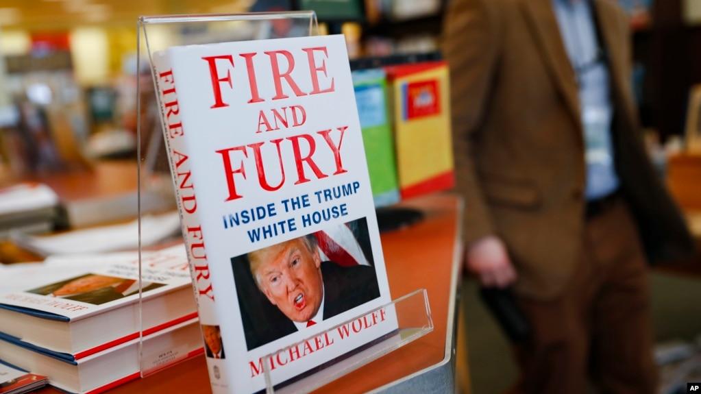 Cuốn sách của Michael Wolff ngay tức thì trở thành cuốn sách bán chạy nhất vào ngày thứ Sáu. Nhà xuất bản quyết định phát hành sớm mấy ngày so với dự định sau khi một số trích đoạn được đăng tải trong tuần này khơi ra một cơn bão lửa chính trị.