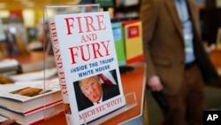 """Buku """"Fire and Fury"""" meroket ke puncak daftar buku terlaris di Amazon (foto: dok)."""