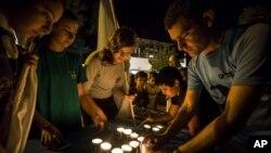 El Ejército israelí detuvo el domingo a varias personas en Cisjordania tras la muerte a puñaladas de varios miembros de una familia israelí.
